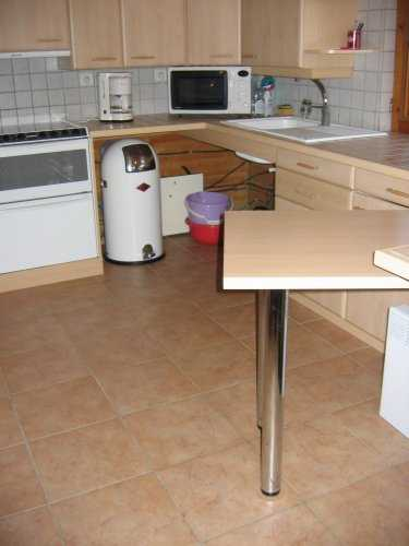 Table amovible cuisine excellent un mangedebout design - Table cuisine escamotable ...